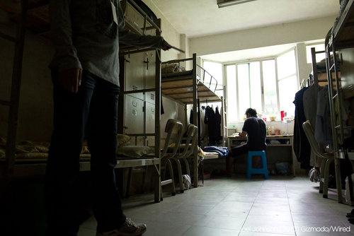 Ein Schlafsaal in der Shenzen iPhone Fabrik von Foxconn