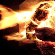 Kaminfeuer im Querformat