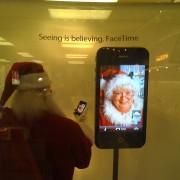 Mit wem Facetime-telefoniert der Weihnachtsmann denn da?