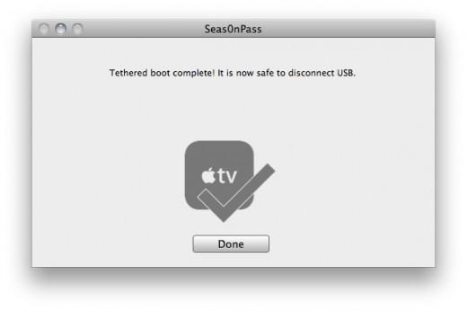 Schritt 3: Seas0nPass übernimt den Rest und leitet den tethered Boot ein. Sobald alles abgeschlossen ist, die USB-Verbindung trennen und AppleTV mittels HDMI-Kabel mit dem Fernseher verbinden.
