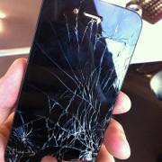 Mein schlimmster Unfall war, dass mir mein iPhone aus meiner Schutzhülle und somit auch aus meiner Hand geflogen bzw. gerutscht ist. Das Ende vom lied waren fast 180€ Reparaturkosten