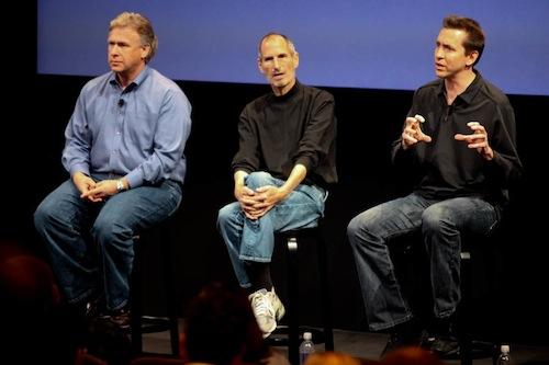 Phil Schiller, Steve Jobs und Scott Forstall bei der Präsentation von iOS 4