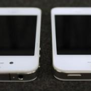 Weißes iPhone 4: Vergleich des Prototyps (links) mit der endgültigen Version (rechts)