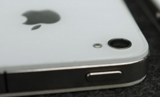 Weißes iPhone 4: Die Kamera im Prototypen war etwas stärker eingesenkt.