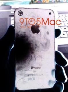Photoshop-Test: Ein iPhone 5 Prototyp mit separatem Blitz? (Farbumkehrung, Tonwertkorrektur)