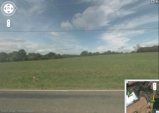 StreetView zeigt noch eine große Grünfläche, wo das Rechenzentrum steht.