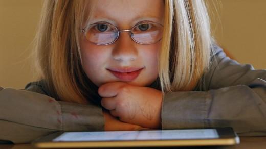 Holly Bligh kann mit ihrem iPad besser lesen!