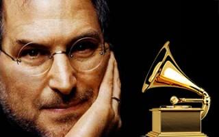 Grammy für Steve Jobs: Eddy Cue empfängt Preis