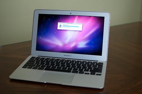 Apple MacBook Air: 15 Zoll-Modell soll im April 2012 erscheinen