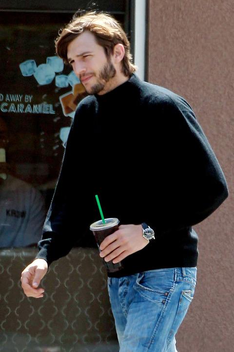 Erste Fotos von Ashton Kutcher als Steve Jobs aufgetaucht