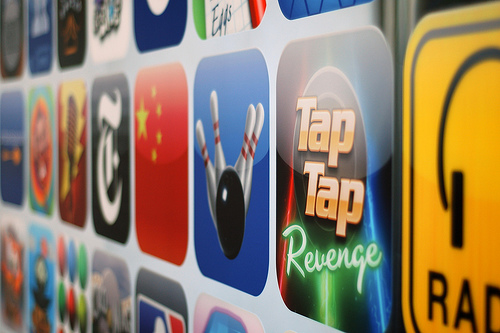 Verbraucherschutz klagt gegen iTunes und Google Play