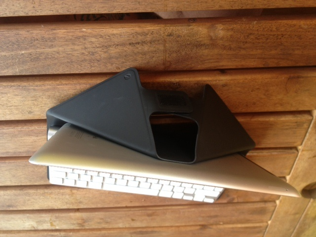Review: Incase Origami Workstation | 480x640