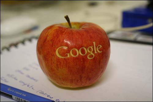 Google-Hollywood-Cooperation-on-Pay-per-view-Films-Threatens-Apple