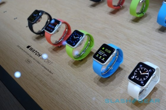 apple-watch-hands-on-sg12-600x399